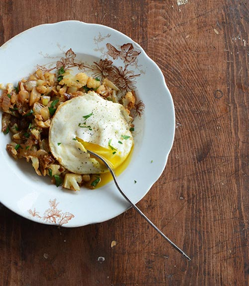 cauliflower breakfast hash with a fried egg
